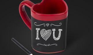 Mit der Love Heart Message-Tasse beginnt die Romantik schon am Frühstückstisch. (Foto)