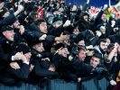 Fans des AS Rom feiern den Siegtreffer ihrer Mannschaft. (Foto)