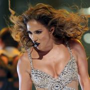 Jennifer Lopez: Von der Po- zur Busen-Queen (Foto)