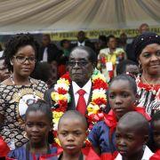Mugabe feiert seinen 91. Geburtstag mit Elefantenfleisch (Foto)