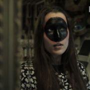 Sängerin lässt sich schwarzen Kreis tätowieren - ins Gesicht! (Foto)