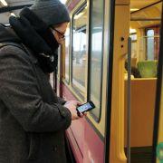 Umfrage: Fast ein Drittel will im Nahverkehr mit Smartphone zahlen (Foto)