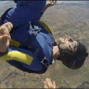 Im Video: Fallschirmspringer wird bewusstlos - in 3.700 Metern Höhe (Foto)