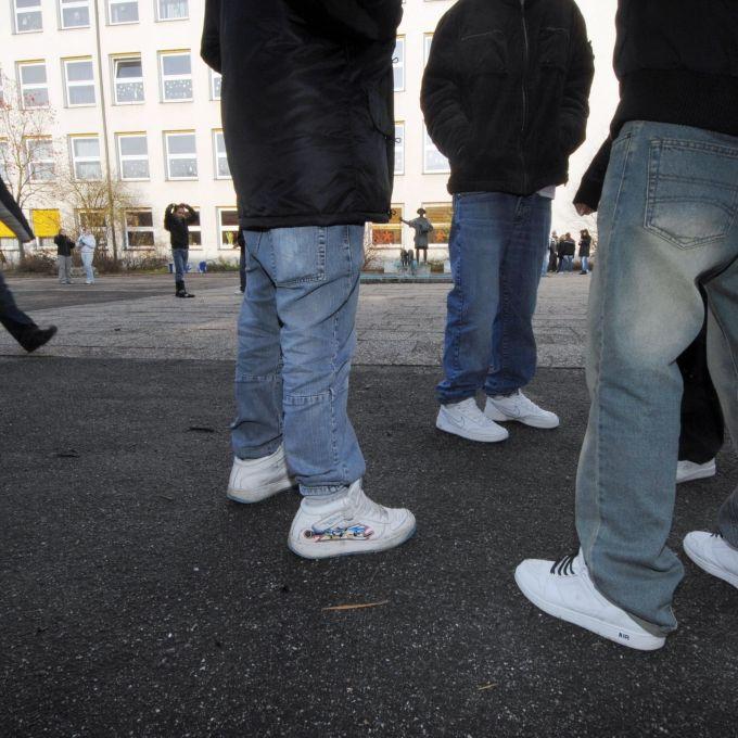 Für 25 Euro: Oralverkehr auf der Schultoilette (Foto)