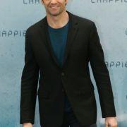 Hugh Jackman war zu Gast in Berlin und erzählte uns, wie es ist, eine Vokuhila-Frisur zu tragen.