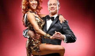 """Ralf Bauer schwingt bei """"Let's Dance"""" 2015 mit Profitänzerin Oana Nechiti das Tanzbein. (Foto)"""