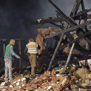 Explosion zerstört Wohnhaus - Frauenleiche geborgen (Foto)
