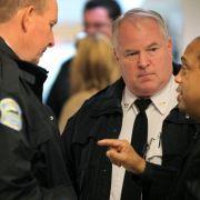 US-Polizisten setzen sich für schwarze Mitbürger ein (Foto)