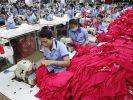 Keine Klopause in Kambodschas Textilfabriken (Foto)