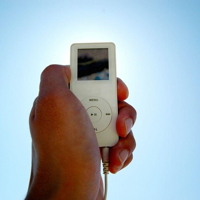 Gericht entscheidet: iPod am Steuer ist nicht verboten! (Foto)