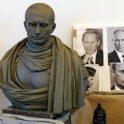 Kosaken lassen Putin-Bronzebüste anfertigen (Foto)