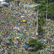 Hunderttausende protestieren gegen Brasiliens Regierung (Foto)