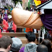 Verrückte Penis-Huldigung: Japaner feiern mit Riesen-Phallus (Foto)