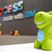 Grüner Knuddel-Dino als heimlicher CeBIT-Star bei IBM (Foto)