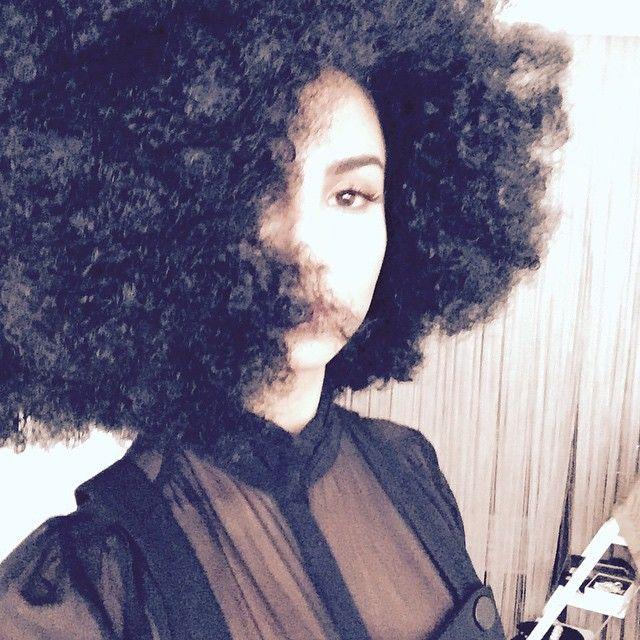 Welcher Star wurde hier zur rassigen Afro-Queen? (Foto)