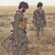 Isis-Krieger flüchten in Push-Ups und Burka (Foto)