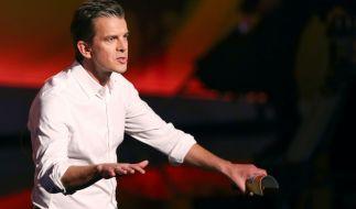 """Moderator Markus Lanz steht am 13.12.2014 vor Beginn der 215. ZDF-Show """"Wetten, dass..?"""" in Nürnberg (Bayern) auf der Bühne. (Foto)"""