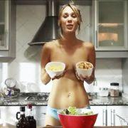 Einfach lecker! Blondine startet Nackt-Kochshow (Foto)