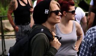 Die Zeit von Glatze und Springerstiefeln ist vorbei: heute trägt der modische Nazi Jutebeutel. (Foto)