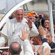 Papst verdammt in Mafia-Hochburg Korruption (Foto)