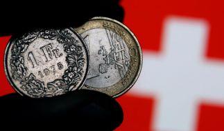 Nach Franken-Freigabe: Wirtschaft will Hilfe für grenznahe Betriebe (Foto)