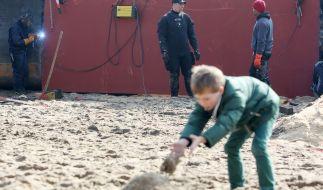 Im Sand verschüttet: Junge aus Niedersachsen konnte wiederbelebt werden (Symbolbild). (Foto)