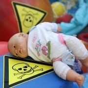 Vorsicht! Giftalarm in Kuscheltieren und Kinderkleidung (Foto)