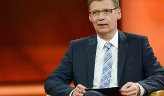 """Moderator Günther Jauch im Berliner Studio seiner ARD-Talkreihe """"Günther Jauch"""". (Foto)"""