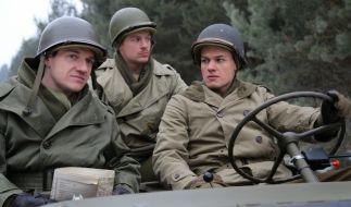 Saul Padover (Markus Brandl, links) und seine Kameraden beginnen Ende 1944 ihre Erkundungen in den Gebieten, die von der US Armee erobert werden. (Foto)