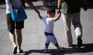 Was die Rettungskräfte nicht schafften, schaffte der zweijährige Sohn. (Foto)