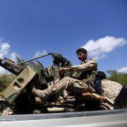 Saudis bombardieren Huthi-Rebellen im Jemen (Foto)