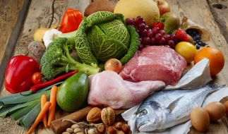 Die Steinzeit-Ernährung sorgt für einen vollen Tisch. (Foto)