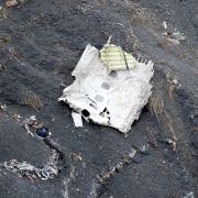 Einzelne Trümmerteile sind in den französischen Alpen verstreut.