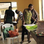 Nach Wahl in Nigeria zeichnet sich knappes Rennen ab (Foto)