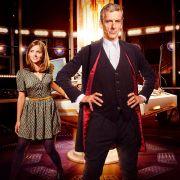 Im Jahr 2014 regenerierte sich der Doctor erneut - und ist ab der achten Staffel ein grummeliger Zeitgenosse mit schottischem Akzent, gespielt von Peter Capaldi. Als sein Companion tritt Clara Oswald (Jenna Coleman) in Erscheinung.
