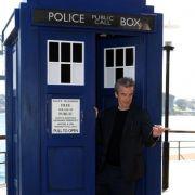 Das treueste Utensil des Doctors ist seit der ersten Folge seine Tardis - eine Zeitmaschine, die sich als altmodische Polizeinotrufzelle aus den 1950er Jahren tarnt.