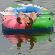 Betrunkener will Schlauchboot wiederbeleben (Foto)