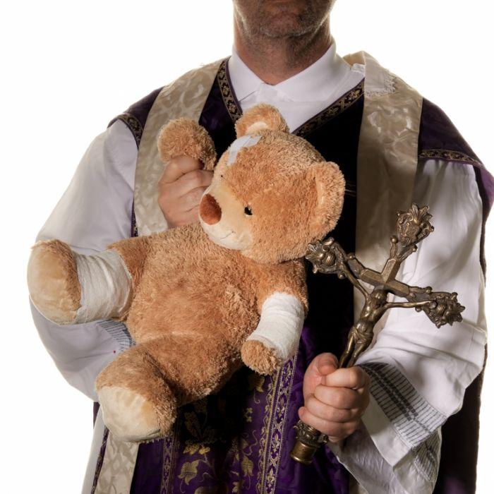 Priester-Sohn zwingt Kind zum Sex mit Hund (Foto)