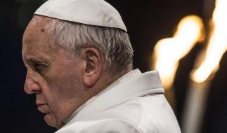 """Papst Franziskus verkündet die Osterbotschaft und erteilt den Segen """"Urbi et Orbi"""". (Foto)"""
