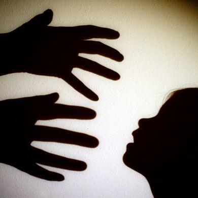 Mutter erlaubt Vergewaltigung der eigenen Tochter (15) (Foto)