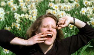 Schlappheit und Kreislaufprobleme im Frühjahr machen jung und alt zu schaffen. Doch Bewegung an der frischen Luft, kalte Güsse und frisches Obst sollen Menschen mit Frühjahrsmüdigkeit wieder in Schwung bringen. (Foto)