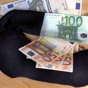 Mini-Zinsen: Sparer verlieren Milliarden, Staat gewinnt (Foto)