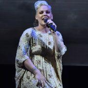 Fiese Figur-Kritik! So schießt Sängerin Pink zurück (Foto)
