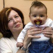 Das sagt ihr erwachsener Sohn zu später Schwangerschaft (Foto)