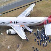 Airbus schießt über Landebahn hinaus (Foto)