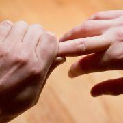 Forscher erklären das Knacken beim Ziehen von Fingern (Foto)