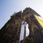 Die Trauerfeier findet im Kölner Dom statt.