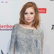 Schauspielerin Josefine Preuß hat ihre Berufserfahrung beim Modelshooting sehr geholfen.