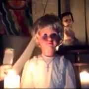 Das ist Peggy - auf den ersten Blick sieht sie wie eine harmlose Puppe aus, doch ein böser Geist hat offenbar von dem Spielzeug Besitz ergriffen und quält jeden, der Peggy länger betrachtet...