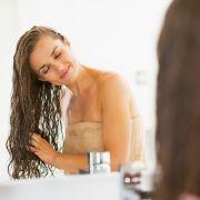 Haare waschen ohne Shampoo - So funktioniert's (Foto)